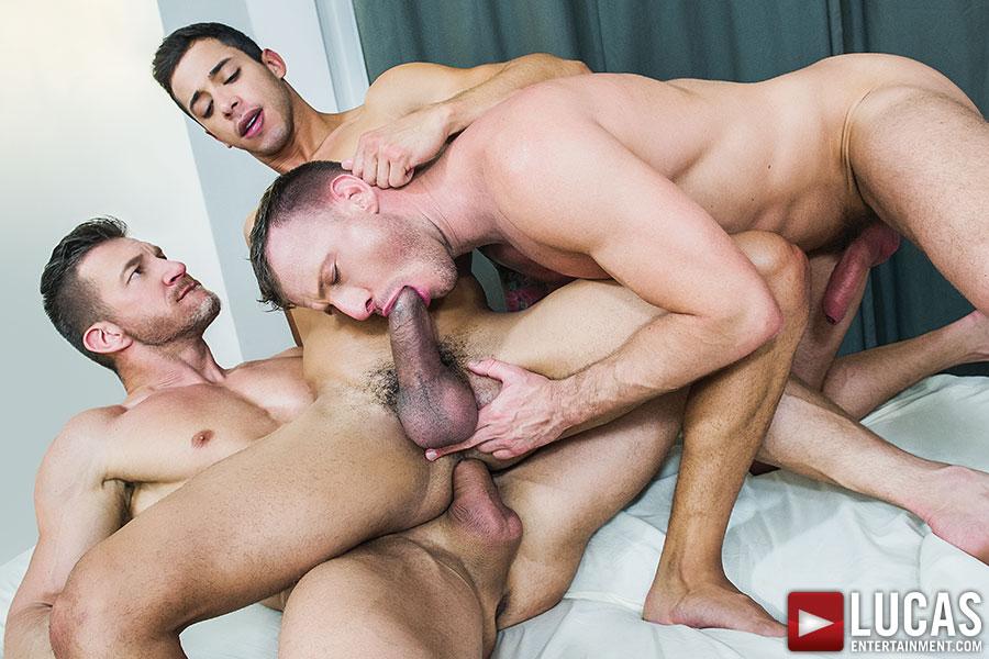 Sultry Gay Guys Threeway Fucking