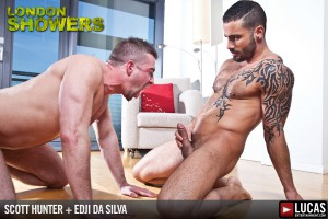 London Showers scene 4 - Edji Da Silva & Scott Hunter piss in the shower!