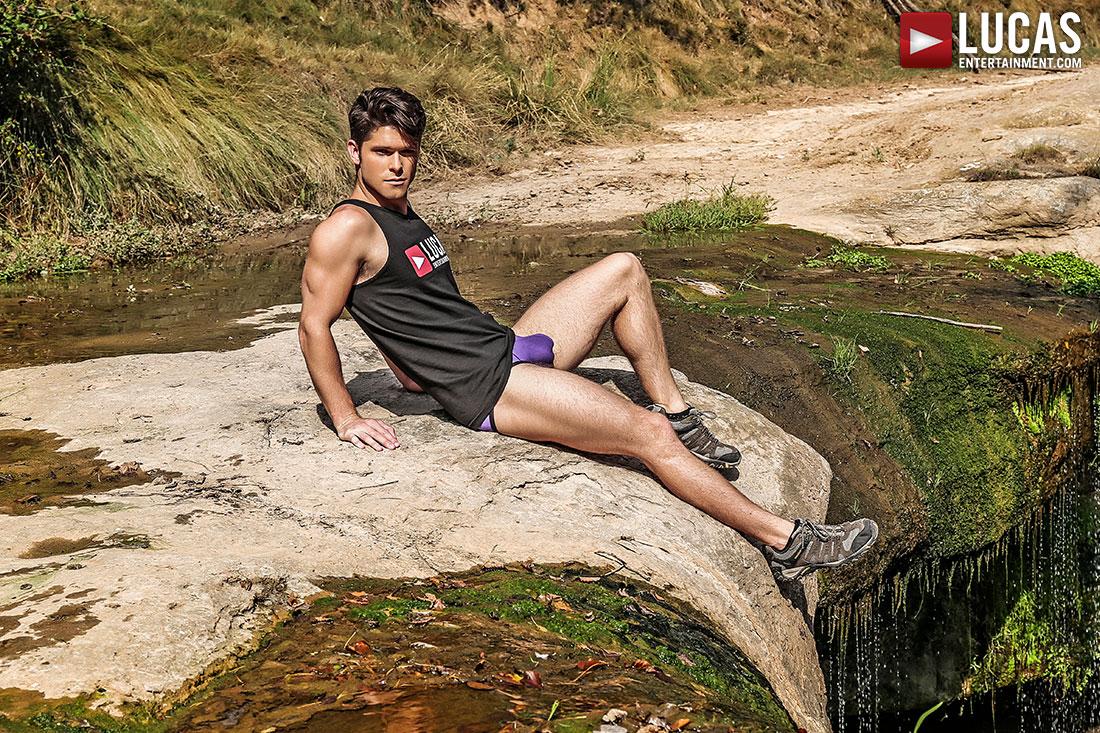 Devin Franco Shows Off His Bulge