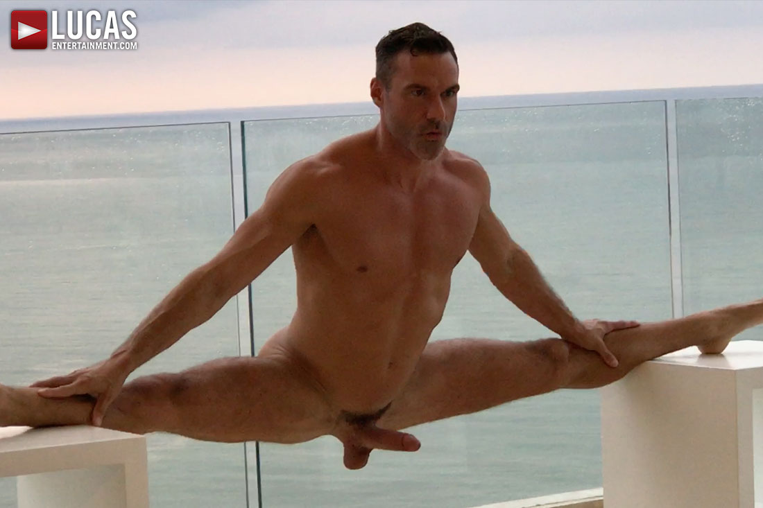 Don't Miss Manuel Skye's Naked Split
