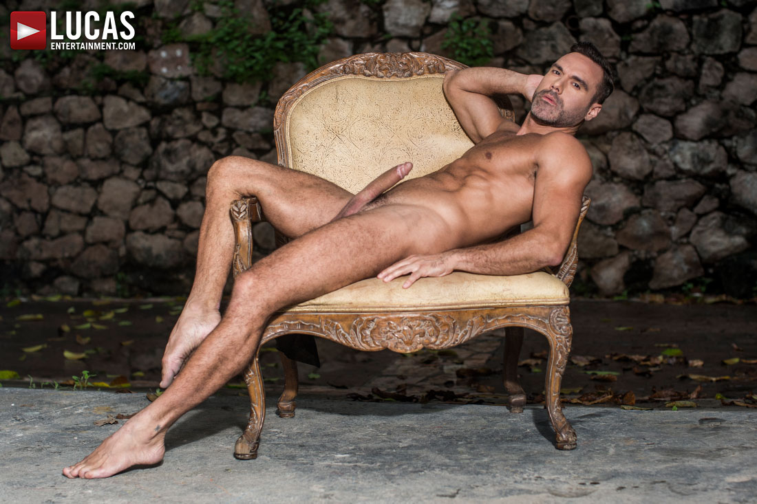 Manuel Skye Debuts On Lucas Raunch