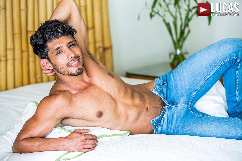 Abraham Shehell, A Sexy Latin Stud, Sweats Sex When He's On Set